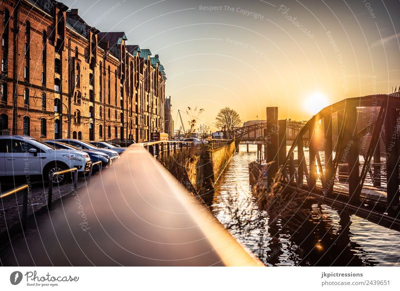 Geländer in der Speicherstadt Hamburg Dämmerung Abend Sonnenuntergang Licht Romantik Backstein Alte Speicherstadt Deutschland Weltkulturerbe Wasser