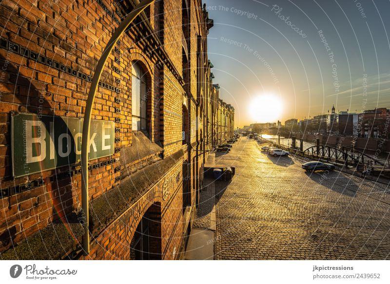 Hamburg Speicherstadt Block E Sonnenuntergang alt schön Wasser Haus ruhig Architektur Gebäude Deutschland Fassade Schilder & Markierungen Romantik Brücke