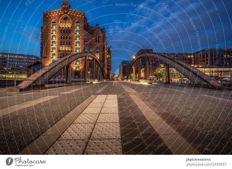 Hamburg Internationales Museum Hamburg schön Haus ruhig dunkel Architektur Beleuchtung Deutschland Fassade Romantik Brücke historisch Sehenswürdigkeit