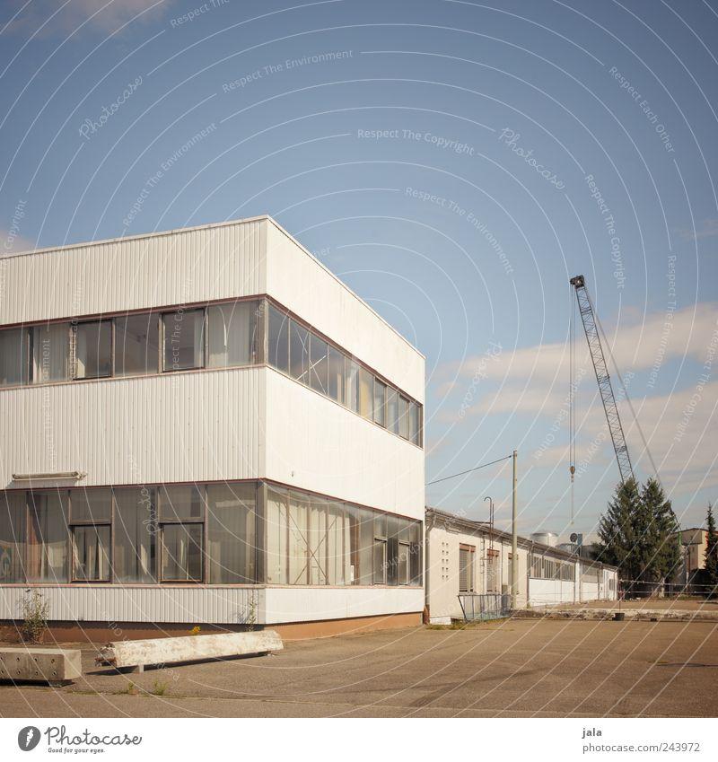 trostlosistan von seiner schönsten seite Himmel Pflanze Baum Haus Industrieanlage Fabrik Platz Bauwerk Gebäude Architektur Farbfoto Außenaufnahme Menschenleer