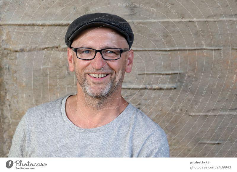 Happy 50+ | UT Dresden maskulin Mann Erwachsene Männlicher Senior Leben 1 Mensch 45-60 Jahre Hut Mütze Schirmmütze grauhaarig Bart Dreitagebart Lächeln lachen