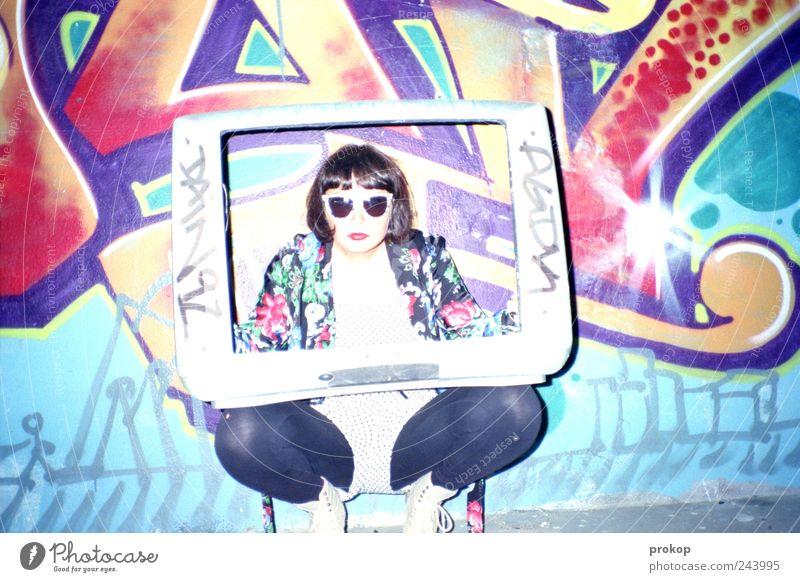 Fleischlos-TV, Guten Tag. Mensch Frau Jugendliche schön Junge Frau 18-30 Jahre Erwachsene Graffiti feminin Fröhlichkeit verrückt Perspektive Kommunizieren beobachten Idee einzigartig