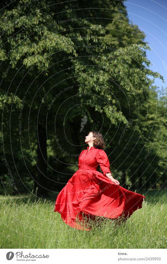 Ulreka Frau Mensch schön Baum rot Erholung Freude Erwachsene Leben Frühling Wiese feminin Bewegung Zeit Glück Freiheit