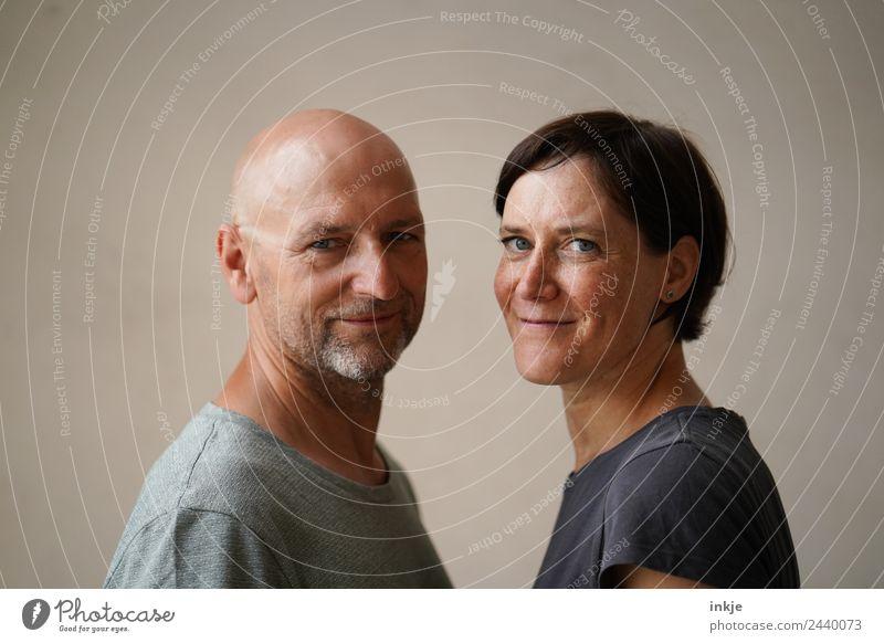 Freundschaft ist Frau Mensch Mann Gesicht Erwachsene Lifestyle Leben Gefühle Zusammensein Stimmung Freizeit & Hobby 45-60 Jahre Lächeln authentisch einzigartig