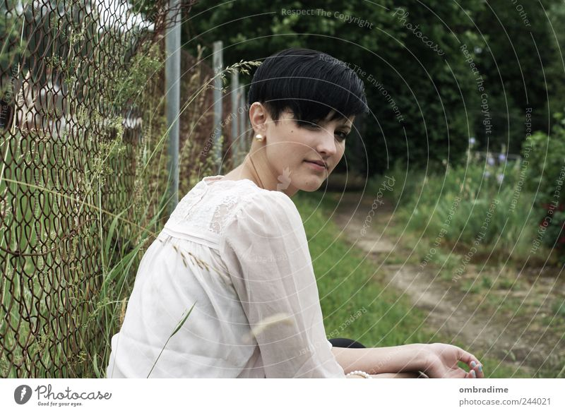 N.D. Frau Mensch Jugendliche grün schön Leben feminin Landschaft Wege & Pfade Erwachsene Freundschaft 18-30 Jahre selbstbewußt Junge Frau 13-18 Jahre Blick
