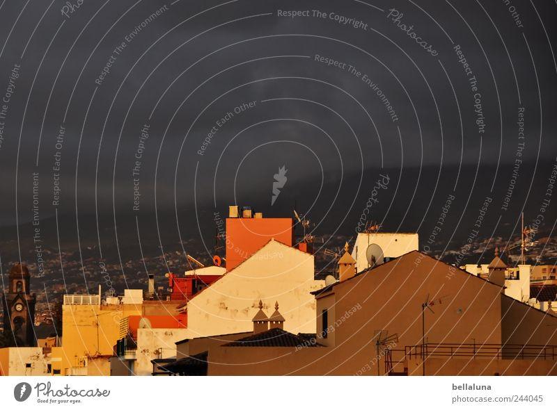 Irgendwann Himmel Stadt Sommer Wolken Haus Herbst Berge u. Gebirge Architektur Gebäude Luft hell Regen Wetter ästhetisch Kirche Urelemente