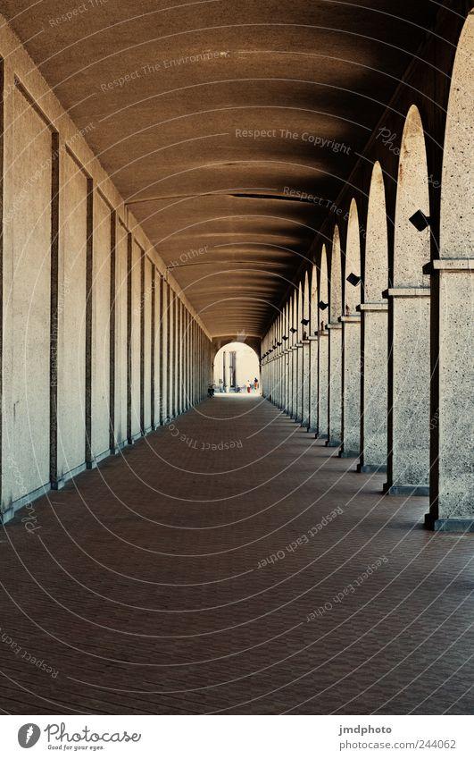 Säulengang Ferien & Urlaub & Reisen alt Einsamkeit ruhig Architektur Traurigkeit Wege & Pfade Gebäude Tod Tourismus ästhetisch Perspektive Kirche Neugier