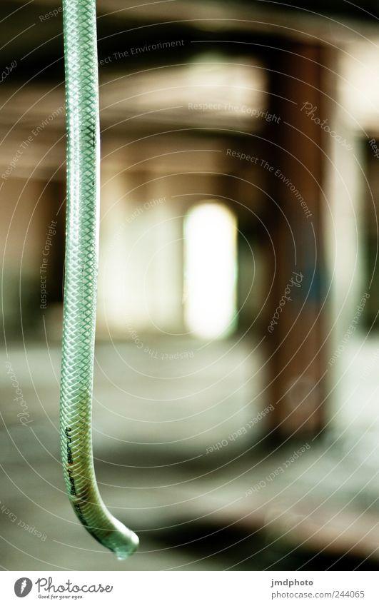 blubb Wasser grün ruhig Einsamkeit Haus gehen nass Wassertropfen kaputt Tropfen Fabrik Neugier Gelassenheit Ruine hängen Kontrolle