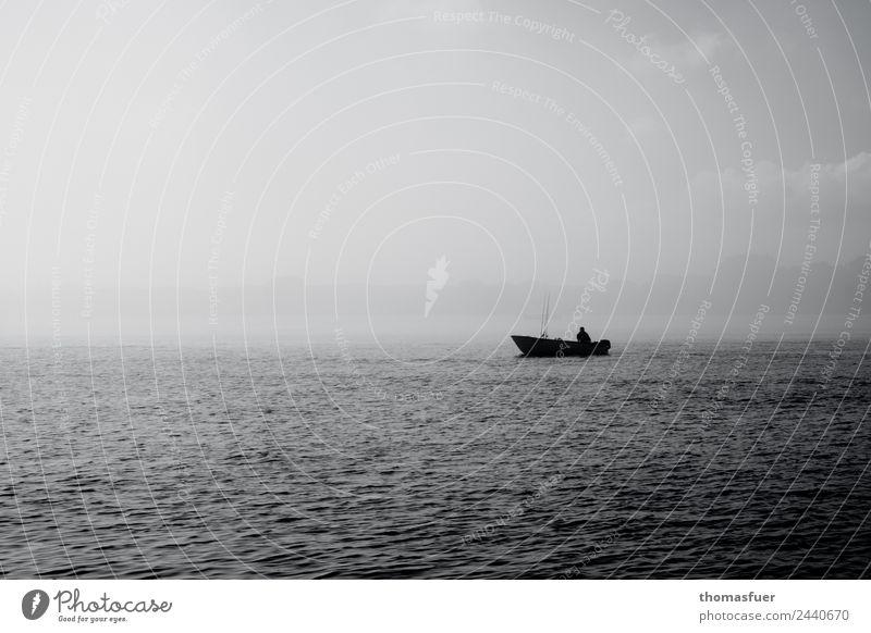Boot auf dem Meer im Nebel mit Fischer Angeln Freiheit Sommer Ruhestand Feierabend Fischerboot Fischereiwirtschaft Mensch maskulin Mann Erwachsene