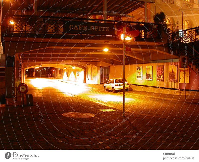 cafe spitz Café Restaurant Basel Nacht Licht rot Langzeitbelichtung Laterne Lampe Spitze Unterführung Brücke