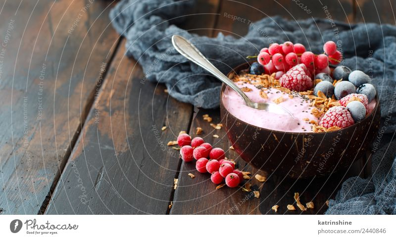 Sommer weiß rot Textfreiraum rosa Frucht Ernährung frisch Frühstück Dessert Beeren Schalen & Schüsseln Diät Vegetarische Ernährung Vitamin Löffel