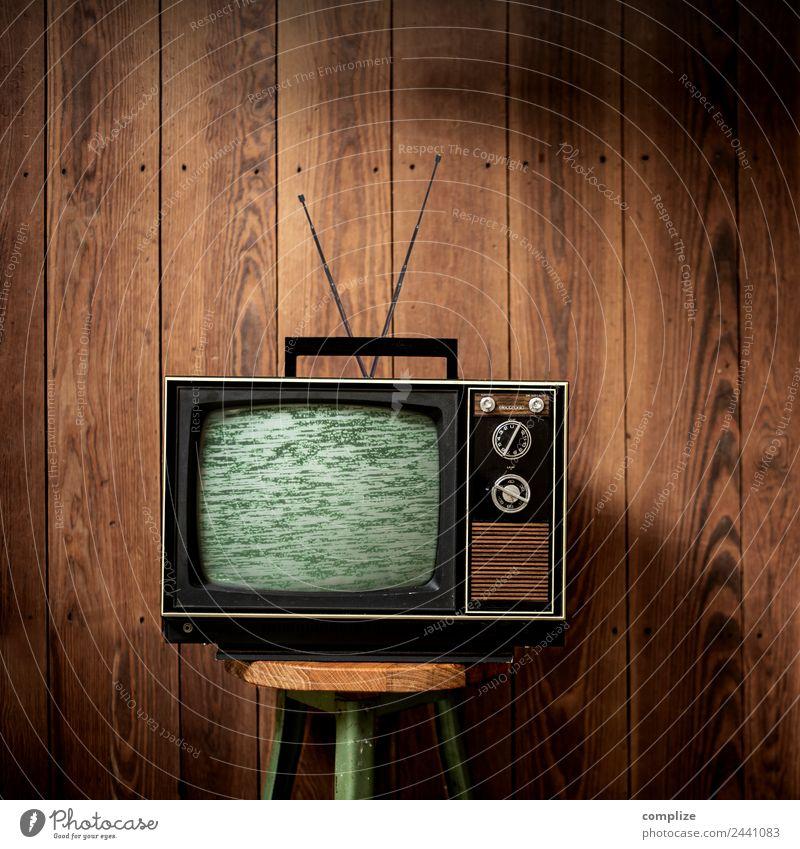 Fernseher im Quadrat Freude Lifestyle Innenarchitektur Stil Häusliches Leben Freizeit & Hobby Raum retro Technik & Technologie Computer kaputt Internet