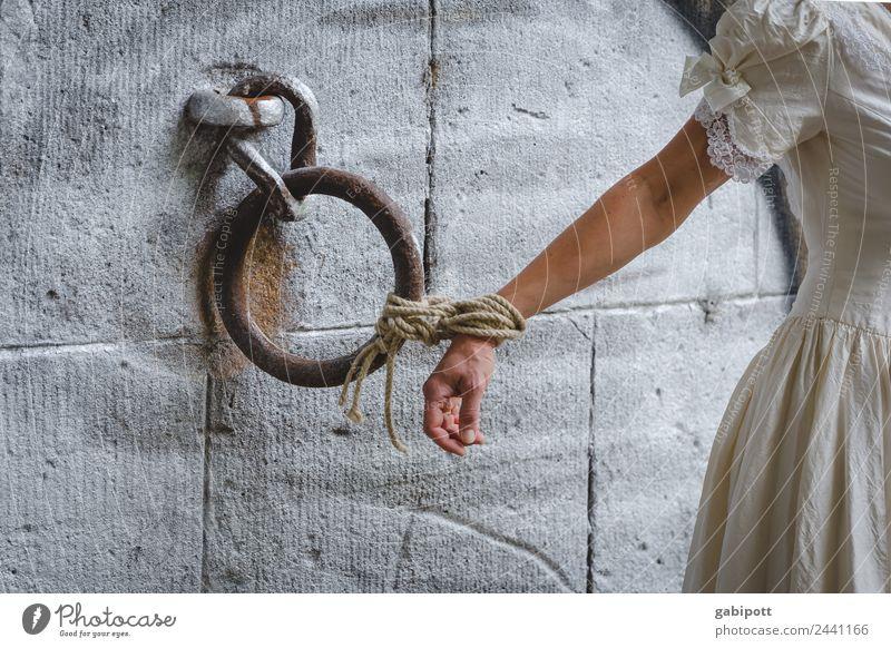 starke Bindung | UT Dresden Hand feminin träumen Arme Romantik Kreis Seil Hochzeit fest Verbindung Wachsamkeit Gewalt Treue Opfer Handschellen gefesselt
