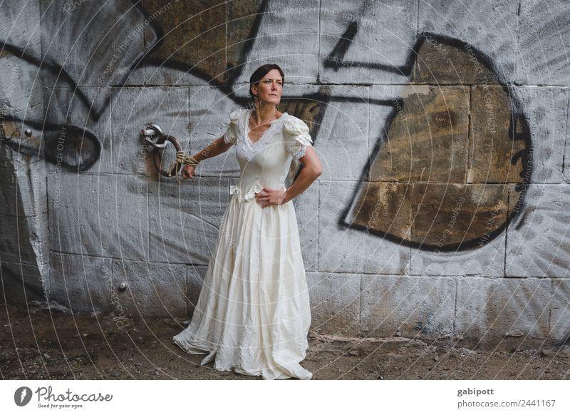 Gebunden Sein Frau Mensch Jugendliche Junge Frau Erwachsene Leben feminin Zusammensein Sex trist Abenteuer Romantik Hochzeit Partnerschaft Verliebtheit
