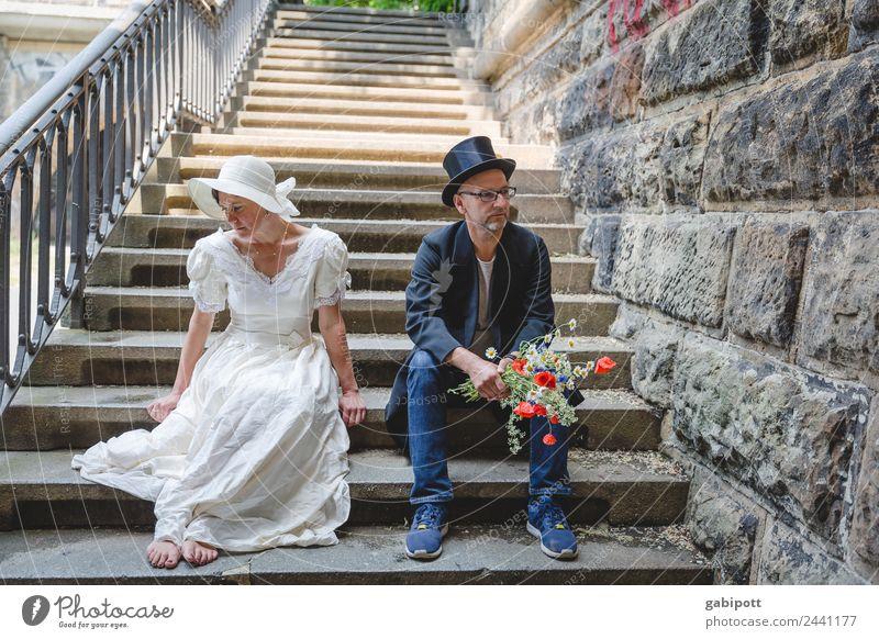 Ach hätt ich nur... Hochzeit Mensch maskulin feminin Frau Erwachsene Mann Paar Partner Leben 2 trist Stadt Traurigkeit Trauer Müdigkeit Enttäuschung Erschöpfung