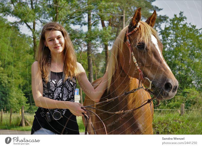 Christin und Emmi Freude Glück Körper Erholung Freizeit & Hobby Safari Sommer Sommerurlaub Reitsport Erfolg Junge Frau Jugendliche Erwachsene 1 Mensch