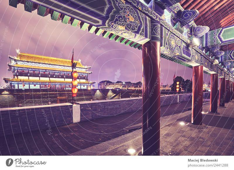Xianische Stadtmauer und alter Turm bei Nacht, China. Meditation Tourismus Sightseeing Städtereise Dekoration & Verzierung Kultur Gebäude Architektur Mauer Wand