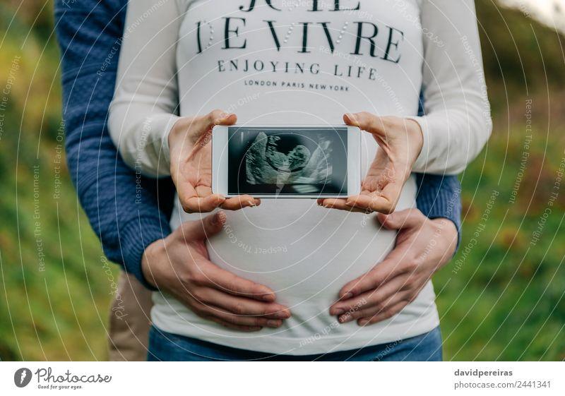 Frau Mensch Mann Hand Erwachsene Lifestyle Leben Liebe Paar Technik & Technologie authentisch Baby Fotografie Mutter zeigen Eltern