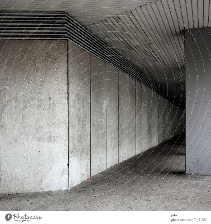 durchgang Haus Wand Architektur grau Mauer Gebäude Fassade Beton trist Bauwerk Betonwand