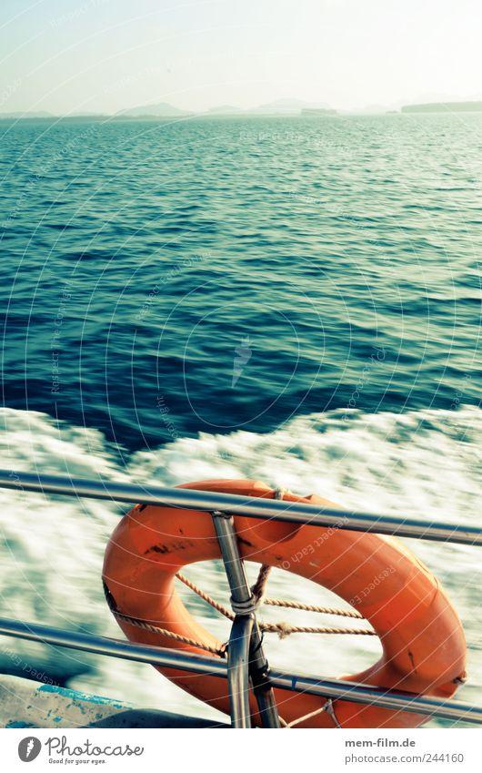 Frauen und Kinder... Rettungsring retten Wasserfahrzeug untergehen Sicherheit Meer Bootsfahrt Absicherung Wellen rot Retter rettungsschirm Notfall