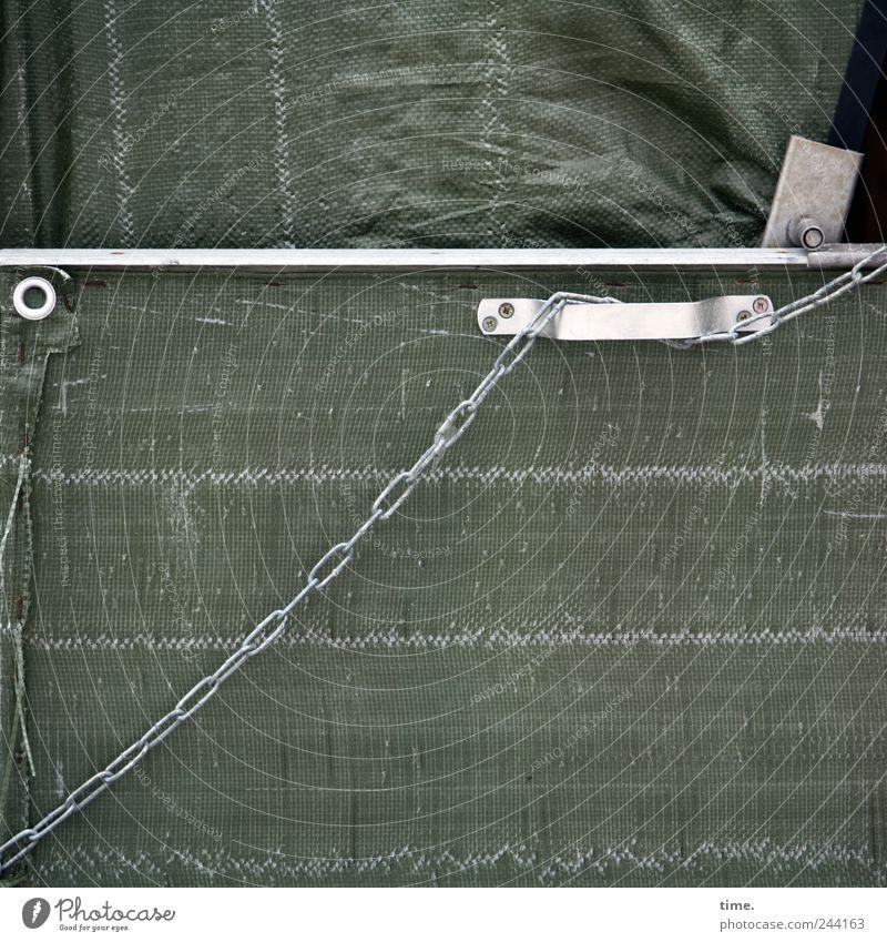 Sicherungsverwahrung grün Metall geschlossen Sicherheit Metallwaren Kunststoff Kette Strandkorb parallel Naht Abdeckung Kunststoffverpackung oliv