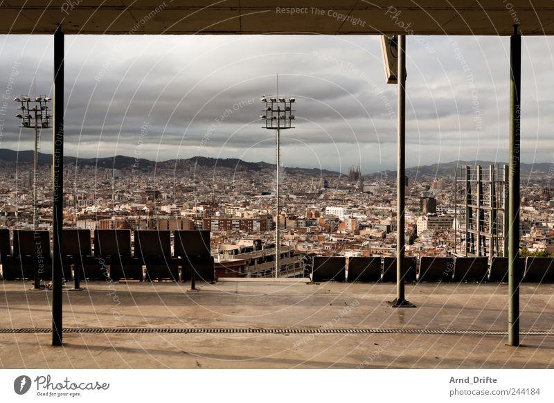Barcelona Himmel Stadt Ferien & Urlaub & Reisen Wolken Ferne Architektur Gebäude Schwimmen & Baden Tourismus Europa Dach Schwimmbad Hügel Unendlichkeit Spanien Terrasse