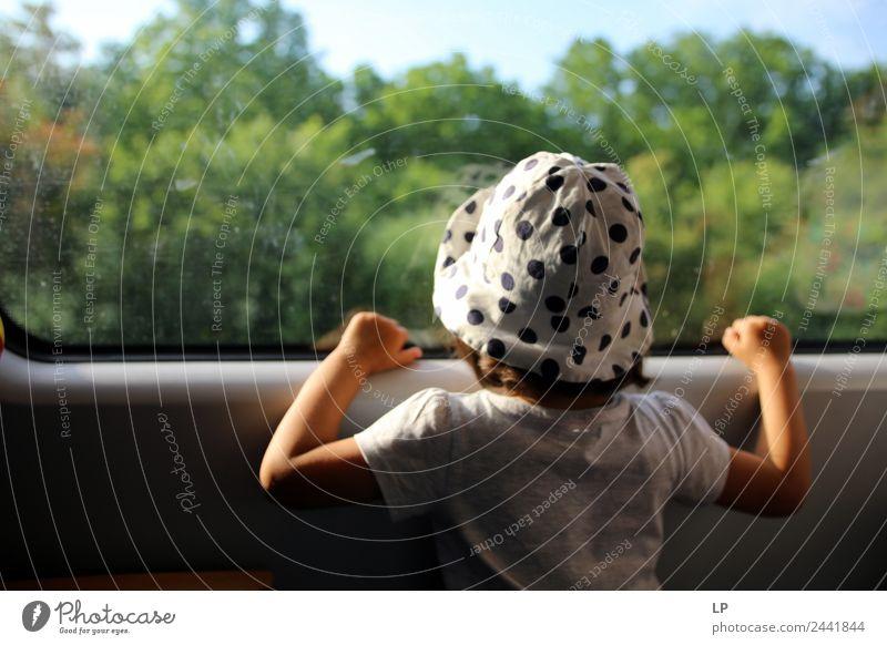 Zugfenster Lifestyle Wellness Wohlgefühl Zufriedenheit Sinnesorgane Erholung ruhig Meditation Mensch Kind Mädchen Eltern Erwachsene Geschwister Großeltern