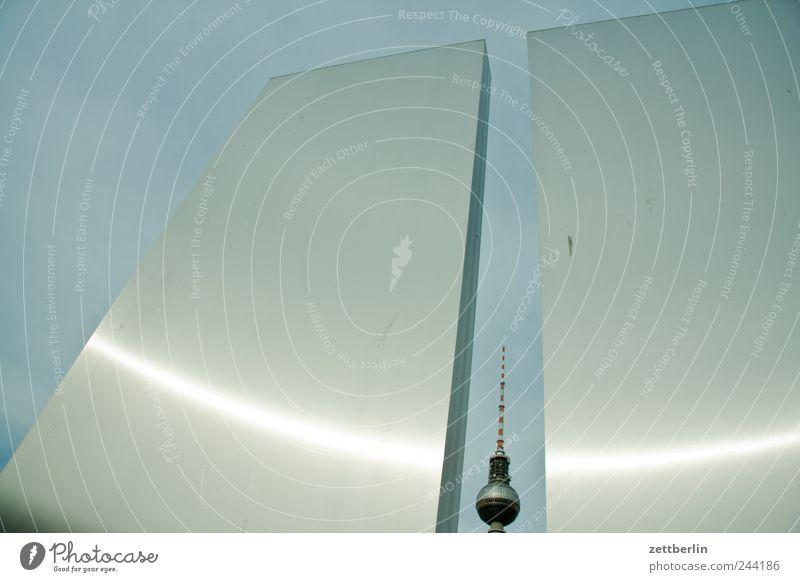 Fernsehturm Himmel Stadt Sommer Ferien & Urlaub & Reisen Berlin Wand Gebäude Architektur glänzend Turm Metallwaren Skyline Bauwerk historisch Stadtzentrum