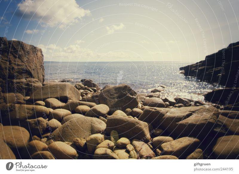 stoned Umwelt Natur Landschaft Urelemente Wasser Himmel Wolken Horizont Schönes Wetter Felsen Wellen Küste Strand Bucht Meer Insel blau Stein steinig Felsküste