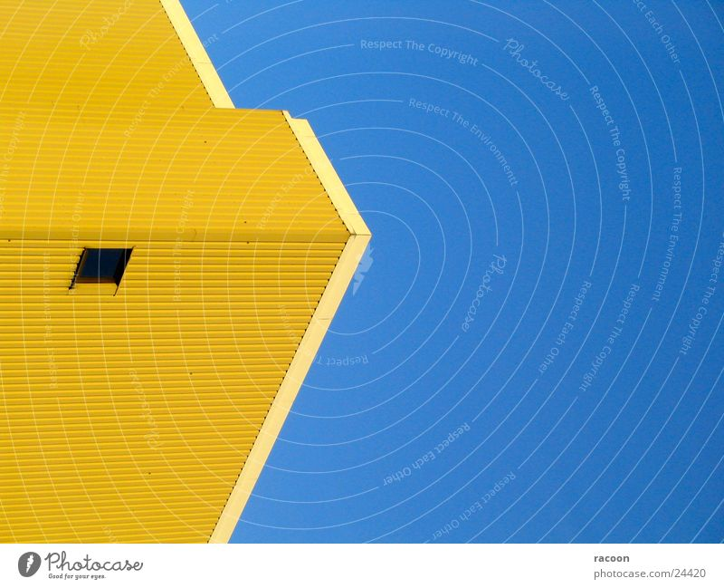 Gebäude Bürogebäude gelb Fenster Architektur modern blau Pfeil Himmel Kontrast