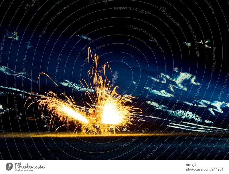 Leuchtwerk Beleuchtung bedrohlich Show Veranstaltung Theaterschauspiel glühen Funken Schweißen Schweißer Projektion