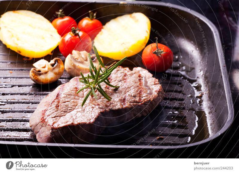 Gemüsepfanne schwarz Lebensmittel rosa Streifen Küche heiß Kräuter & Gewürze Gemüse Grillen Kochen & Garen & Backen Pilz Fleisch Tomate Bioprodukte saftig eckig