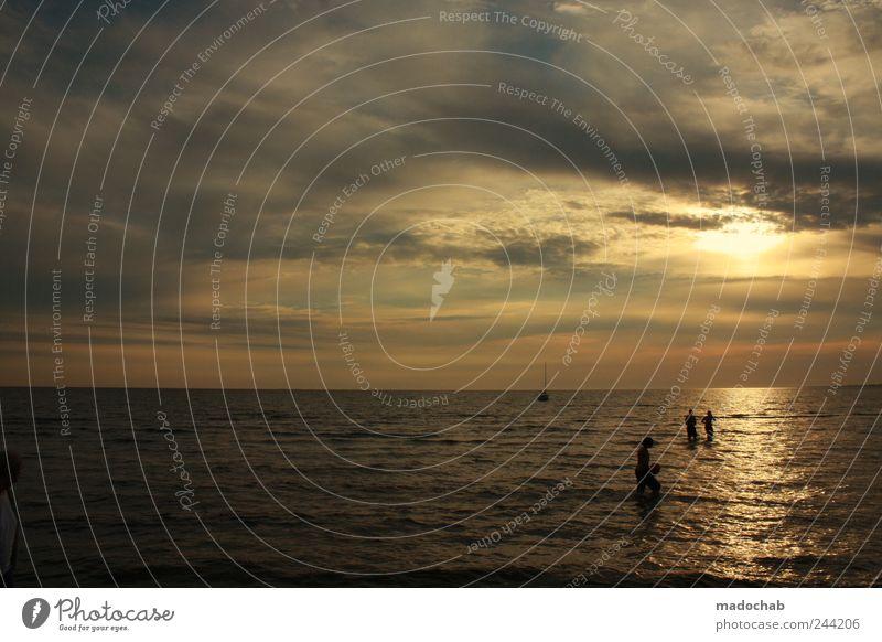 Beeindrückend Wasser Himmel Meer Sommer Strand Ferien & Urlaub & Reisen Wolken Erholung Freiheit Menschengruppe Zufriedenheit Wellen Horizont Lifestyle