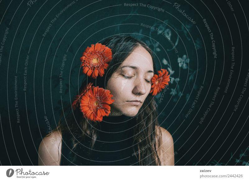 Frau Mensch Jugendliche Junge Frau Pflanze Farbe schön Blume Erholung Einsamkeit ruhig dunkel 18-30 Jahre schwarz Gesicht Erwachsene