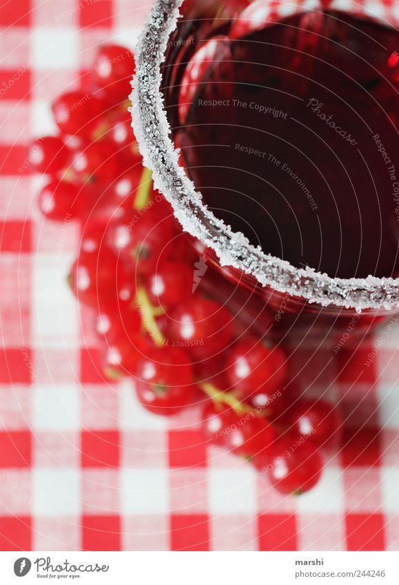 süß & sauer rot Glas Frucht Ernährung Lebensmittel Perspektive Getränk trinken kariert Gegenteil Zucker Saft Erfrischungsgetränk Johannisbeeren