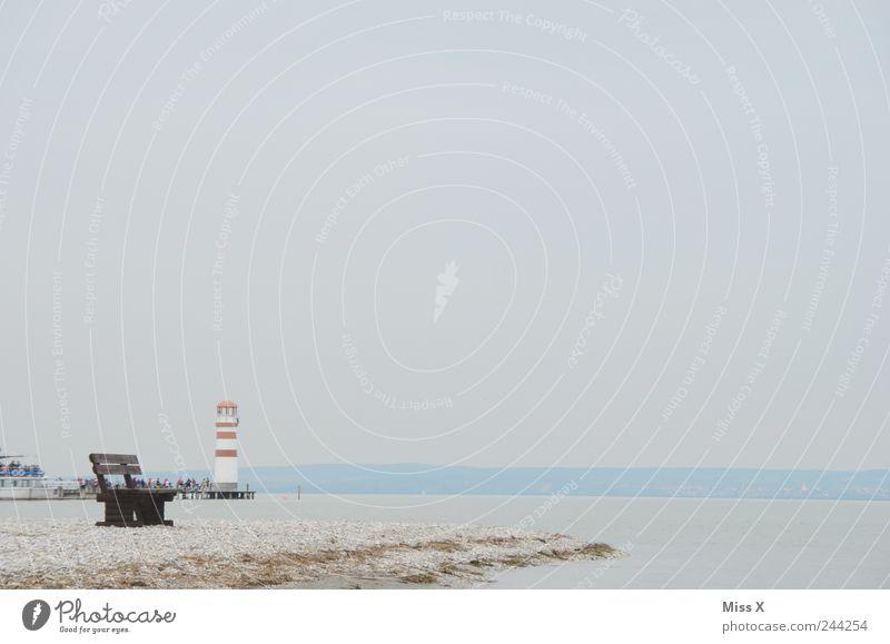 einsam Ferien & Urlaub & Reisen Tourismus Strand Umwelt Landschaft Sand Wetter schlechtes Wetter Nebel Küste Seeufer Meer Insel kalt Parkbank Leuchtturm