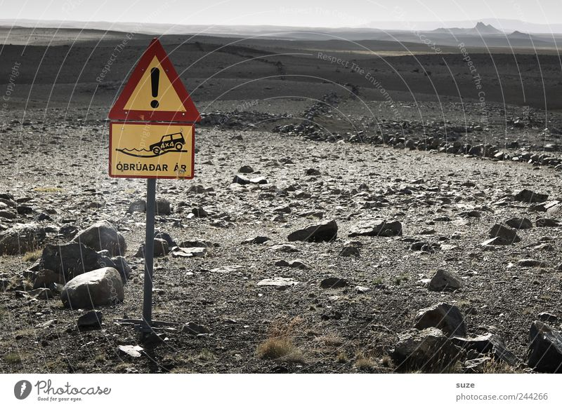 Steine auf dem Weg Natur Wege & Pfade Landschaft Horizont Schilder & Markierungen Erde gefährlich Boden Ziel Hinweisschild trocken Island Warnhinweis unterwegs