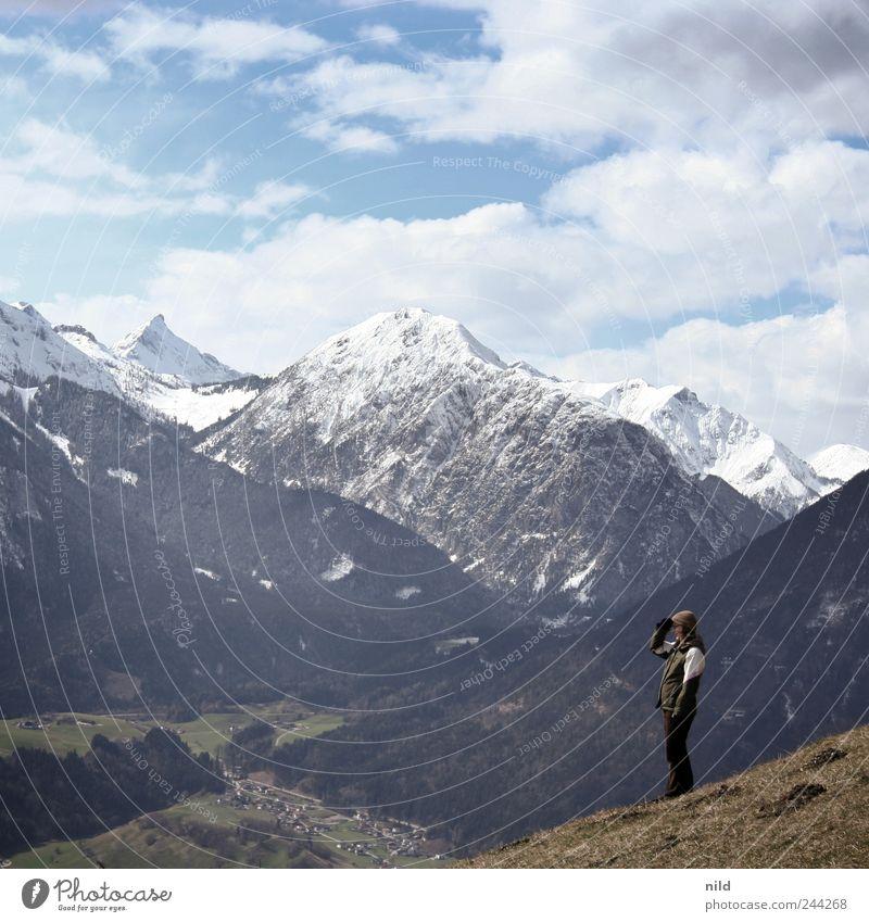Proportion Mensch Natur Ferien & Urlaub & Reisen Umwelt Landschaft Schnee Berge u. Gebirge Freiheit Wetter Freizeit & Hobby wandern Ausflug Tourismus Macht beobachten Alpen