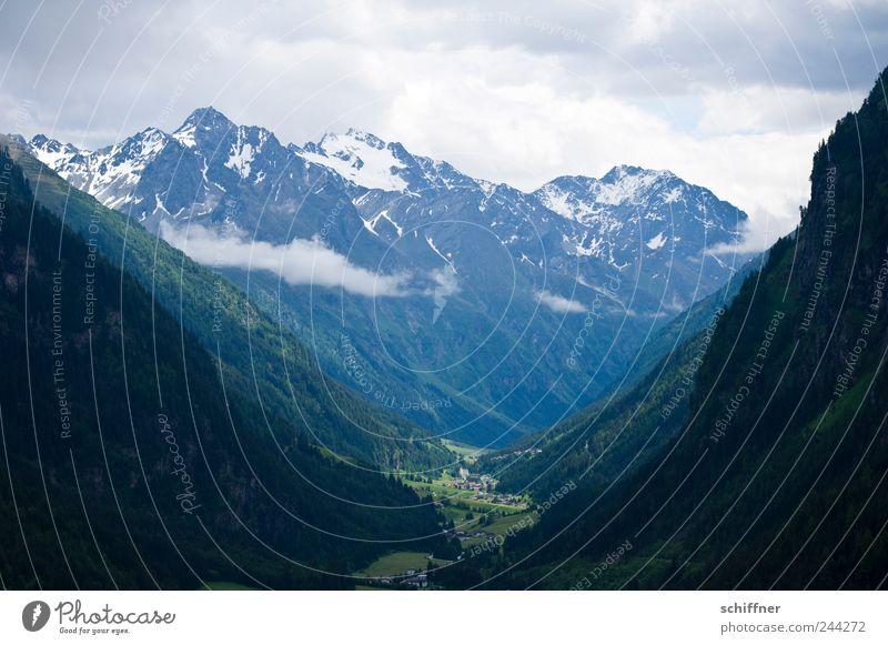 ...durch diese hohe Gasse... Natur Landschaft Wolken schlechtes Wetter Felsen Alpen Berge u. Gebirge Gipfel Schneebedeckte Gipfel bedrohlich hoch Tal Berghang