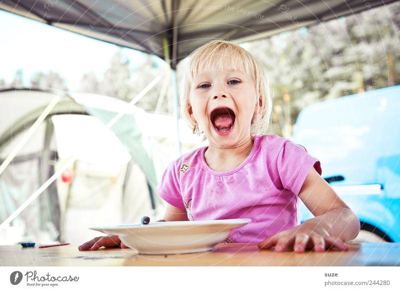 Hungaaa! Mensch Kind Ferien & Urlaub & Reisen Mädchen Freude Ernährung Essen lustig Kindheit blond Freizeit & Hobby Mund Tisch Kleinkind Appetit & Hunger