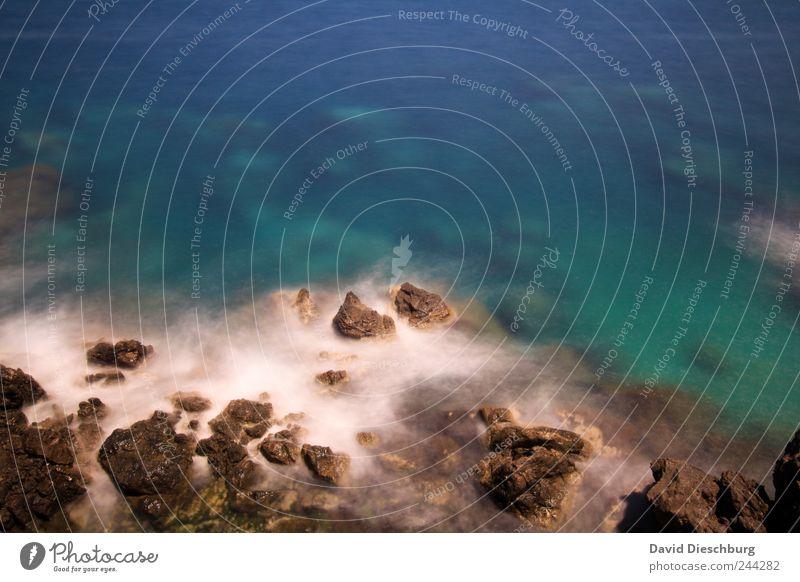 Karibikfeeling Natur blau Wasser Ferien & Urlaub & Reisen Sommer Meer Erholung Küste Stein Felsen Reisefotografie türkis Sommerurlaub Mittelmeer Gischt steinig