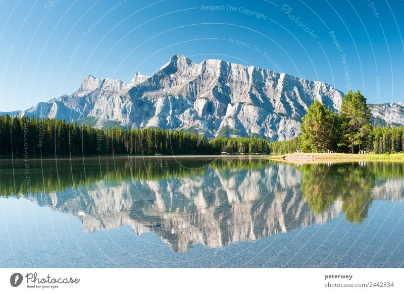 Mount Rundle from Cascade Ponds, Canada Ausflug Berge u. Gebirge wandern Natur See blau alpin Banff National Park beautiful blue Kanada forest grass green lake