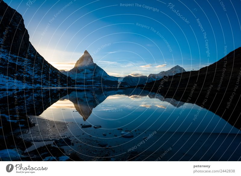 Matterhorn and Dente Blanche from Riffelsee mountain lake Ausflug Freiheit Berge u. Gebirge wandern Natur Himmel Sonnenaufgang Sonnenuntergang Alpen See blau