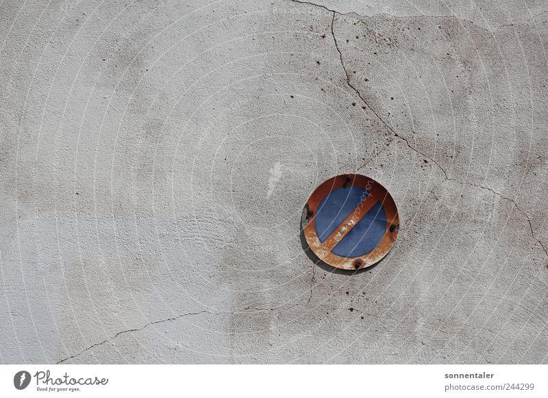 a ticket to ride alt Ferien & Urlaub & Reisen Wand grau Mauer Metall warten Fassade Schilder & Markierungen Beton stehen fahren Hinweisschild stoppen Zeichen Stahl