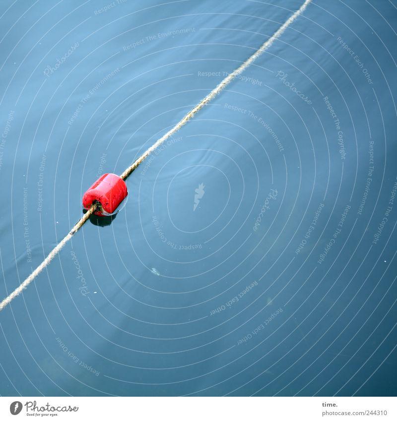Schwimmobjekt Wasser rot nass Seil gefährlich Grenze feucht Warnhinweis Risiko Hinweis Im Wasser treiben Begrenzung Abtrennung Kork Warnfarbe Nichtschwimmer