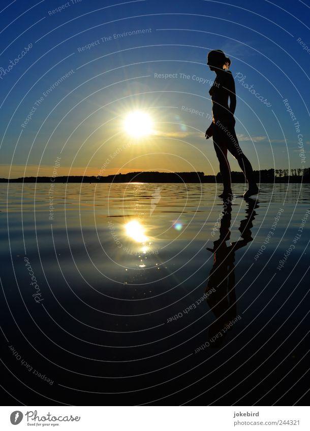 Wasserläufer Mensch Himmel Jugendliche blau Sommer ruhig Erholung feminin Wärme Religion & Glaube See gold elegant ästhetisch Junge Frau