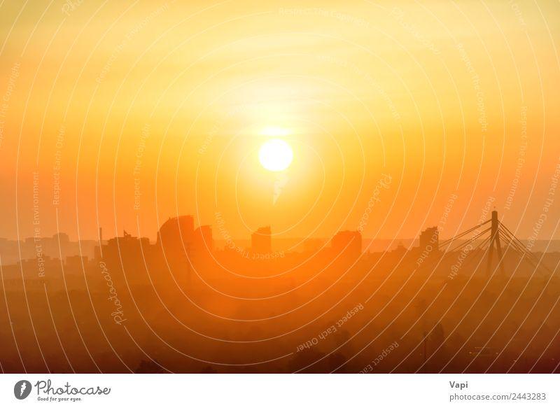 Sonnenuntergang in der Stadt Ferien & Urlaub & Reisen Ausflug Landschaft Himmel Wolken Sonnenaufgang Stadtzentrum Skyline Hochhaus Gebäude Architektur gelb