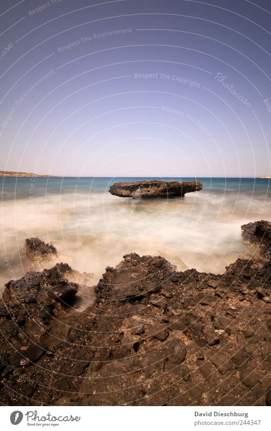 Freigespült Natur blau Wasser Ferien & Urlaub & Reisen Sommer Meer Erholung Ferne Landschaft Freiheit Küste Horizont braun Erde Felsen Wellen