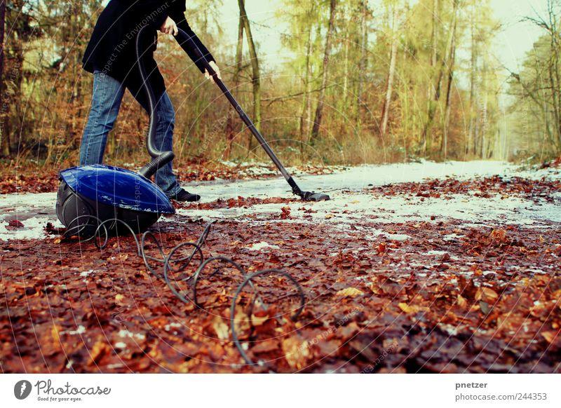 Wir wollen Sommer! Mensch Frau Natur schön Winter Blatt Erwachsene Wald Umwelt Herbst kalt Spielen Beine Wetter Freizeit & Hobby