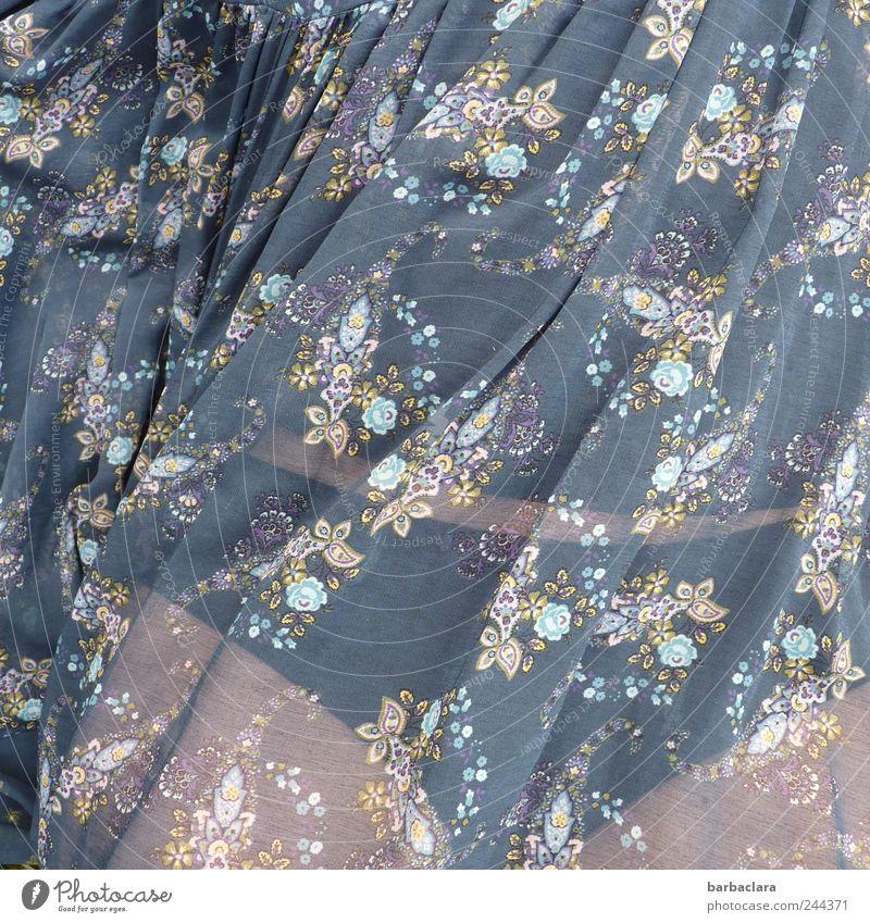 Summer-Rock Frau Mensch blau schön Sommer Erwachsene Erholung feminin Leben Freiheit liegen frei ästhetisch Romantik Kleid Warmherzigkeit